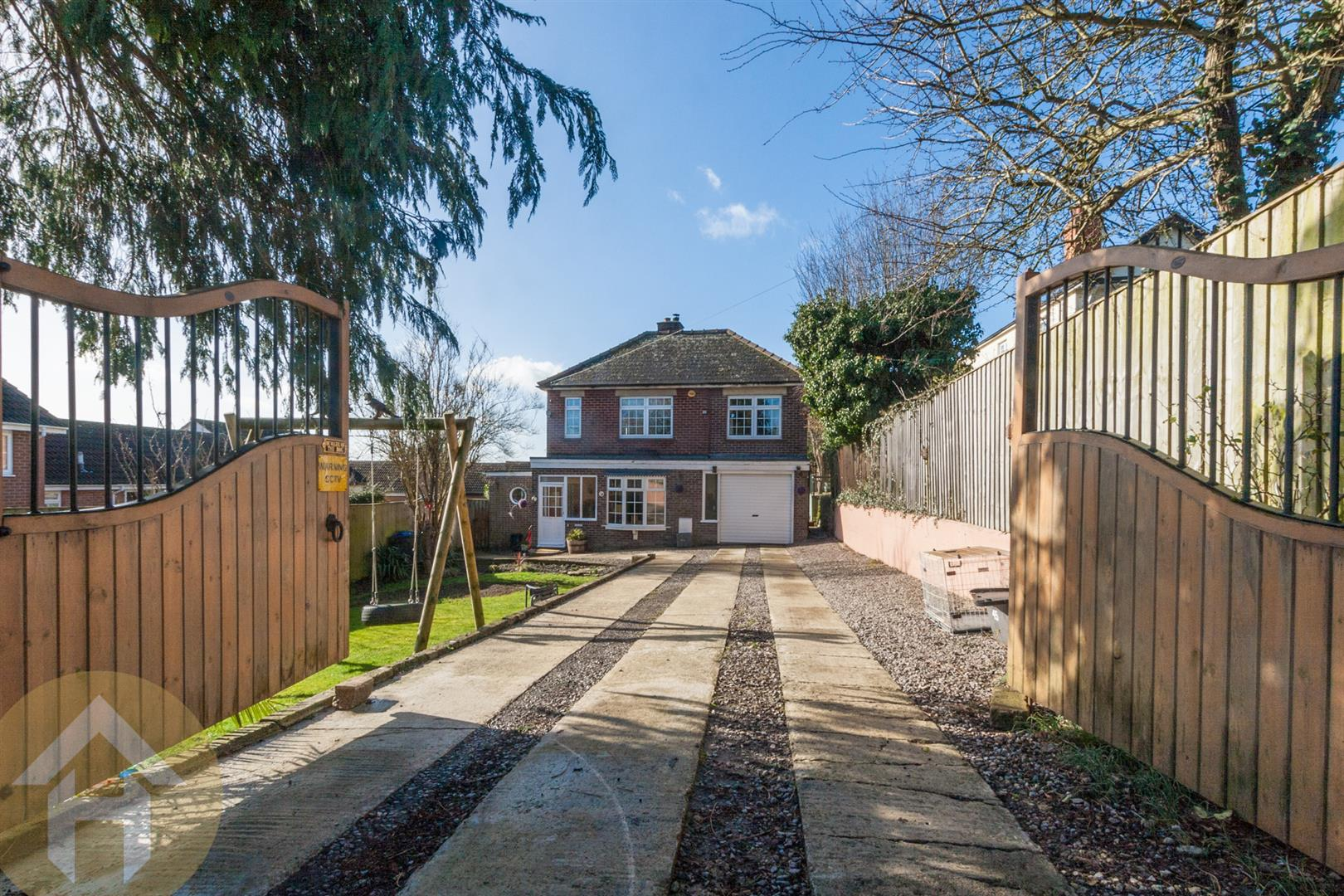 3 Bedrooms Detached House for sale in New Road, Royal Wootton Bassett, SN4